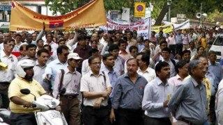हड़ताल से बैंकिंग, बीमा कारोबार प्रभावित