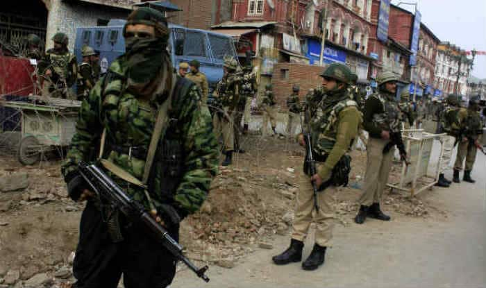 Army man killed in gun battle with militants in Baramulla