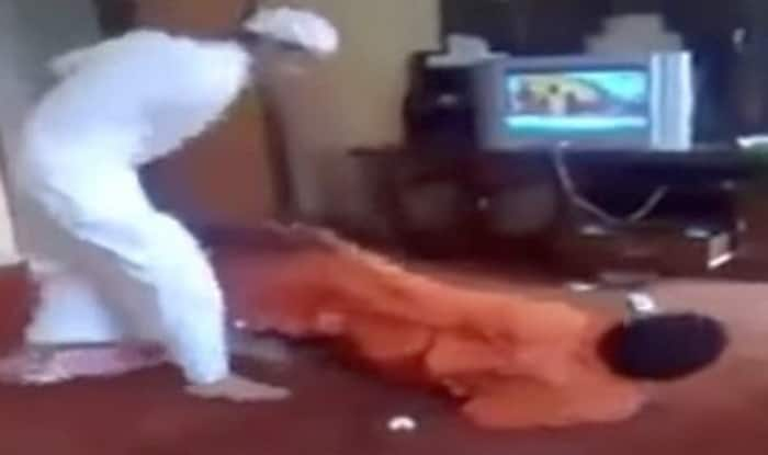 After Saudi diplomat rape case, now Saudi engineer brutally beats up Indian worker in Mecca (Video)