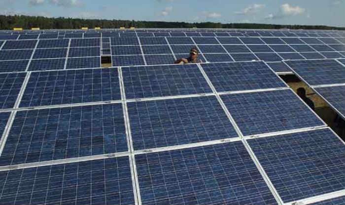 Rechargeable battery to power homes from rooftop solar panels