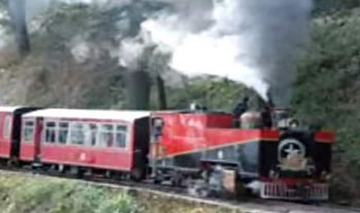 Toy train on Kalka-Shimla route derails, 2 foreigners killed (Video)