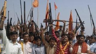 विश्व हिंदू परिषद के जुलूस में लड़कियों ने खुलेआम बंदूकों से किए फायर, तलवारें लहराईं, FIR