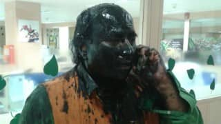 Shiv Sainiks blacken Sudheendra Kulkarni's face, but fail to prevent Khurshid Mahmud Kasuri's book launch