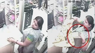 Caught on Camera: Woman steals smartphone from under the vendor's nose!