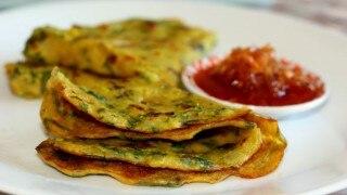 Moong Dal Cheela Recipe: सुबह ब्रेकफास्ट में झटपट बनाएं हेल्दी मूंग दाल का चीला, बेहद आसान है इसे बनाने का तरीका