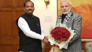 Jharkhand CM Raghubar Das fawns on Shibu Soren ahead of PM Narendra Modi visit