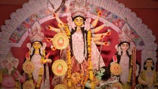 Durga Puja 2015: Durga slokas and Devi mantra's to seek blessings of Goddess Durga this Navratri