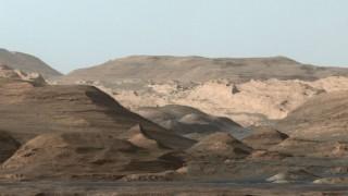 NASA Mars Curiosity rover sends dazzling Martian 'postcard'
