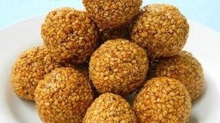 Til Laddu For Health: सर्दियों के मौसम में जरुर खाएं तिल के लड्डू, इम्यूनिटी बढ़ाने के साथ होंगे ये फायदे