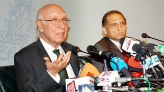 सरताज अजीज : पाकिस्तान-चीन के बढ़ते संबंध किसी देश के खिलाफ नहीं