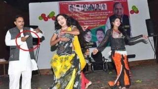 मुलायम सिंह के 76वें जन्मदिन पर हुआ बार-बालाओं का अश्लील नाच, देखती रही पुलिस
