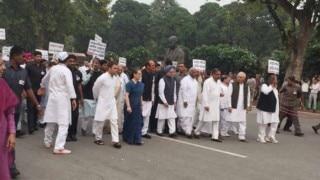 Congress leaders march to Rashtrapati Bhavan over intolerance