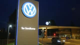 Volkswagen sinks deeper into mire of emissions-cheating scandal; share prices go down