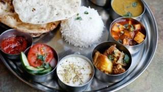 Kumbh Mela 2019: कुंभ में आकर्षण का केंद्र बना गऊ ढाबा, जानिए कितने रुपये की है एक थाली