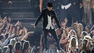 Drunk Justin Timberlake talks gibberish publically