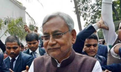 Nitish Kumar invites Mamata Banerjee for swearing-in