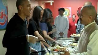 Watch Barack Obama and family spread cheer on Thanksgiving by serving food to homeless!