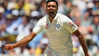 Ravichandran Ashwin spins a web, South Africa take lunch at 127/5