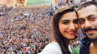 Salman Khan in Delhi: HUGE crowd gathers to catch a glimpse of the Prem Ratan Dhan Payo star! (Video)