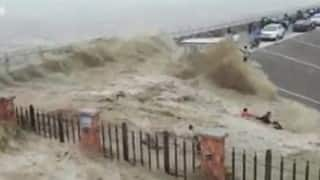 OMG! Visitors washed away by strong Qiantang tidal bore