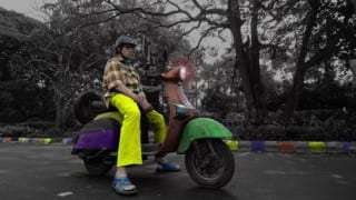 Amitabh Bachchan spotted in Kolkata on scooter & sleeping on the streets! (TE3N look revealed)