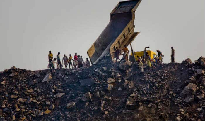 mine fire in india In pictures: india coal fires 14 authorities have put up a notice asking the slum-dwellers to evacuate the area as the coal mine fire threatens the village and.