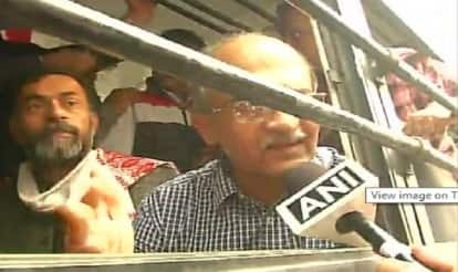 Protest against AAP Lokpal: Yogendra Yadav, Prashant Bhushan detained for leading march to Delhi assembly