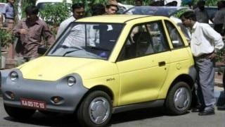 Aravinda de Silva flags off electric car expedition in Srinagar