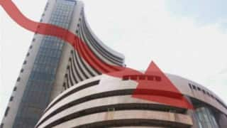 Weak Rupee, Asian Markets Weighs Down Investors Sentiments; Banking Stocks Aid in Recovery