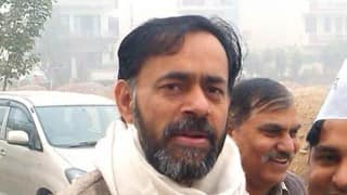 Yogendra Yadav detained with supporters outside Delhi Assembly