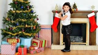 Christmas 2018: क्रिसमस ट्री पर ये तीन चीजें लगाने से पूरे साल आता है बेशुमार धन...