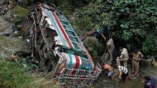 चीन में बस दुर्घटना के मृतकों की संख्या बढ़कर 18 हुई