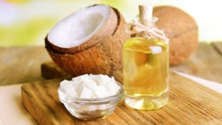 6 Benefits of Using Coconut Oil Daily
