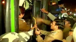 Nirbhaya parents along with protesters forcefully removed from India Gate; Delhi Police resort to lathi charge