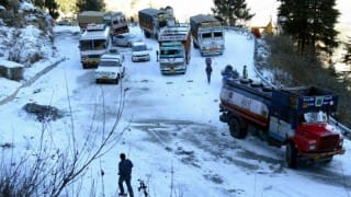 Cold wave hits North India: Shimla temperature drops to 1 degree; traffic disrupted