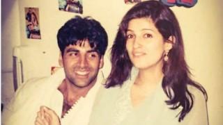 Akshay Kumar gives 'blank look' to Twinkle Khanna on 15th wedding anniversary
