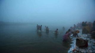 बिहार में मकर संक्रांति पर लोगों ने नदियों में लगाई डुबकी