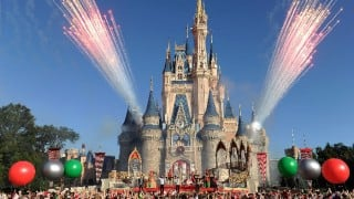 Disney to roll out seasonal pricing on one-day park tickets