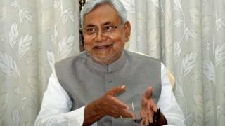 Lalu Prasad 's son Tejaswi Yadav describes Nitish Kumar as political guru