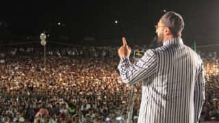 Asaduddin Owaisi warns Muslims, Dalits in Hyderabad to vote for AIMIM if they want to eat beef (Video)