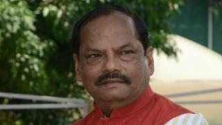 Raghubar Das briefs Narendra Modi about development projects in the state