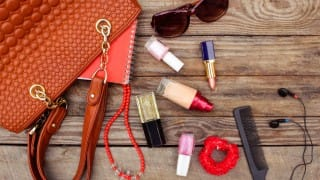 14 Essentials to Carry in Your Purse at all Times
