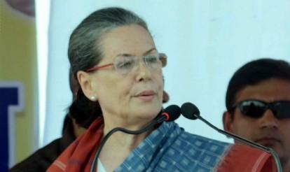 Sonia Gandhi visits L K Advani residence