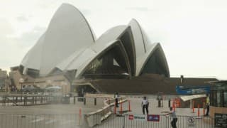 Crowds cleared from Sydney Opera House amid reports of threat