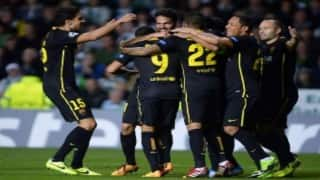 Luis Suarez's last minute goal helps Barcelona outclass Levante 2-0 in La Liga
