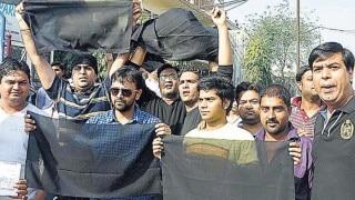 Arvind Kejriwal shown black flags in East Delhi by BJP workers