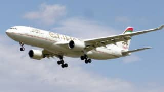Etihad flight to Sydney turns back after engine fails