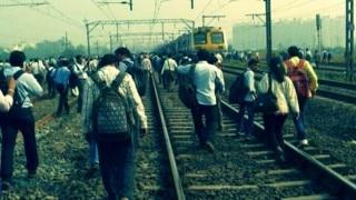 Mumbai: Motorman jumps signal near Chembur; commuters protest local trains' delay