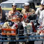 Mumbai Dabbawalas Distribute Sweets to The Patient's Relatives to Celebrate Royal Wedding; Check Out