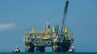 Oil prices steady as US out falls, eyes on talks